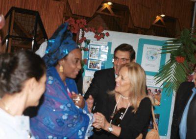 Foto con moglie del Presidente AUU013